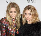 Olsen twins (Сестры Олсен: Мэри-Кейт и Эшли) - Страница 5 Th_95478_mary-kate_and_ashley_olsen_nine_premiere_tikipeter_celebritycity_018_123_129lo