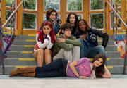 "Victoria Justice, Elizabeth Gillies and Ariana Grande - 4 UHQ stills from ""Victorious"" S03E01 ""The Breakfast Bunch"""