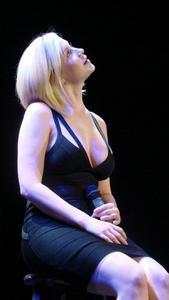 Kellie Pickler - deep cleavage