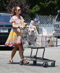 Ребекка Гэйхарт, фото 605. Rebecca Gayheart - Shopping LA - 30/07/11, foto 605