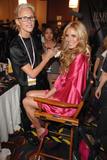 th_25981_fashiongallery_VSShow08_Backstage_HeidiKlum-38_122_36lo.jpg