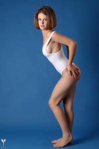 http://img193.imagevenue.com/loc362/th_364934122_tduid300163_silver_angels_Sandrinya_I_whiteswimwear_1_023_122_362lo.jpg