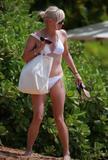 http://img193.imagevenue.com/loc434/th_88240_anna_faris_bikini_candids-14_122_434lo.jpg