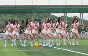 SNSD biểu diễn trên sân vận động cổ vũ cho trấn đấu bóng giải vô địch Th_01442_13_122_461lo