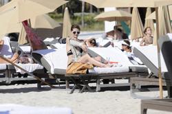 http://img193.imagevenue.com/loc490/th_312403258_Mischa_Barton_Bikini_Candids_on_the_Beach_in_Miami_December_27_2011_182_122_490lo.jpg