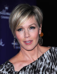 Jennie Garth @ Hallmark Channels' 2011 TCA Winter Tour Evening Gala - Jan. 7 (12HQ)