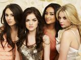 "Lucy Hale, Shay Mitchell, Ashley Benson & Troian Avery Bellisario | ""Pretty little Liars"" Season 2 Photo Shooting 
