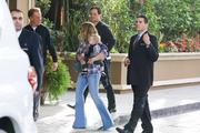 http://img193.imagevenue.com/loc585/th_331921100_Hilary_Duff_With_Family_in_Beverly_Hills5_122_585lo.jpg